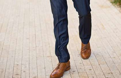 Comment allier pantalon et chaussures - The Men Times par Faubourg Saint Sulpice - Photo: Jessa Kae