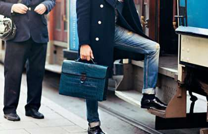 Tendance homme - Le sac à main - The Men Times par Faubourg Saint Sulpice - Photo: Carolines Mode via Stockholm Streetstyle
