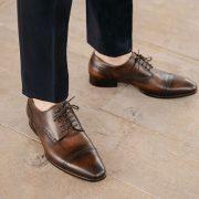 costume bleu chaussures marrons