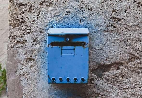 boite aux lettres bleue