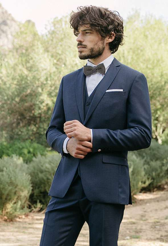costume de mariage bleu marine