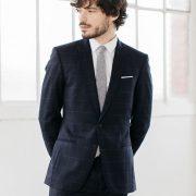 costume sur mesure bleu marine à motifs