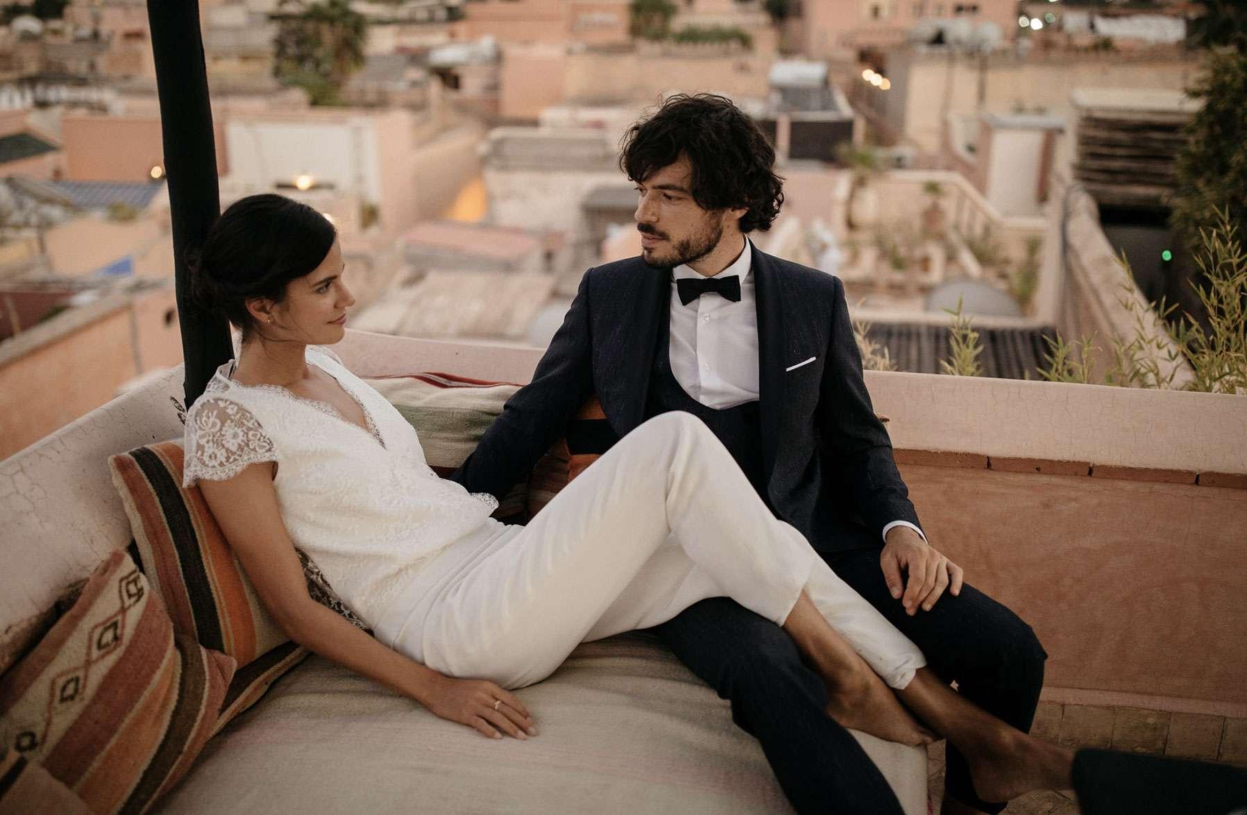 mariés smoking robe de mariage combinaison de mariage Marrakech