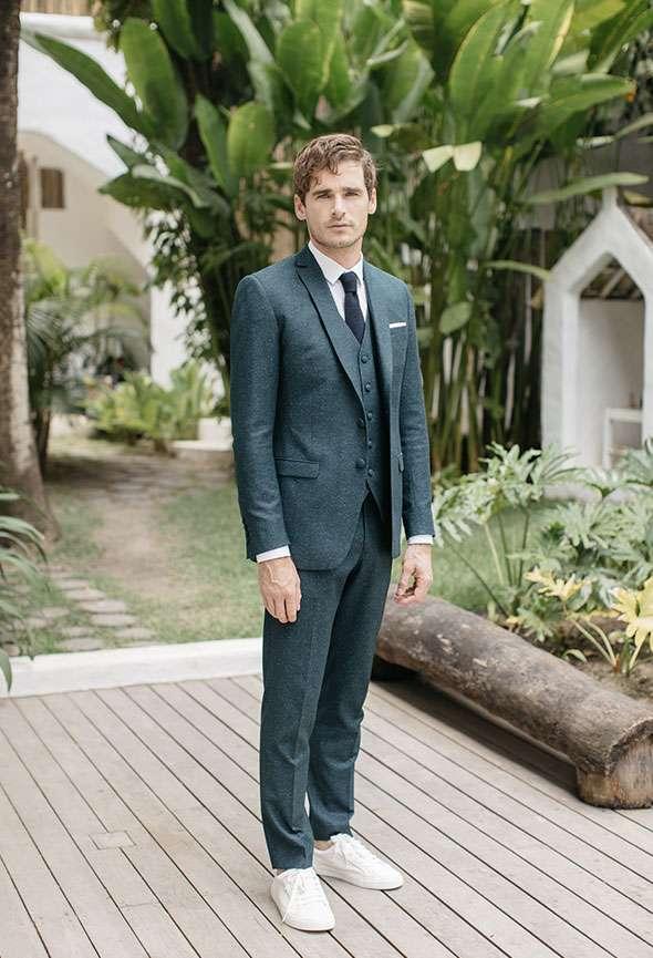 Costume 3 pièces mariage Zoé Faubourg Saint Sulpice étoffe laine tramée vert sur mesure tailleur paris homme