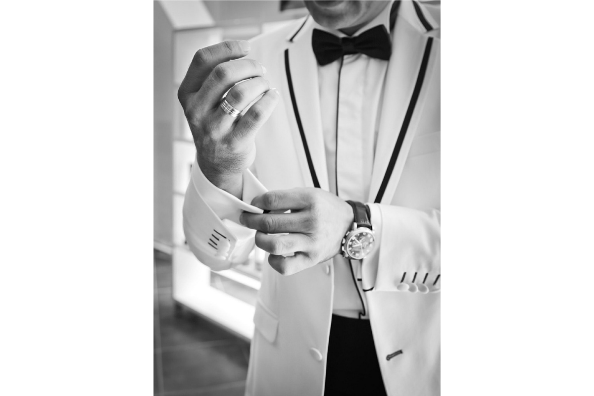 costume de marié blanc